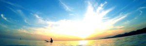 湘南の海とサーファー